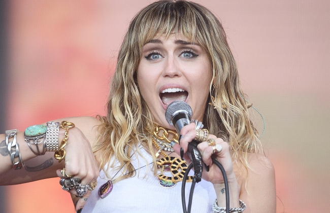 Miley Cyrus Says She Once Made Eye Contact With An Alien Inside A UFO (But Might've Just Been Really, Really Stoned At The Time)
