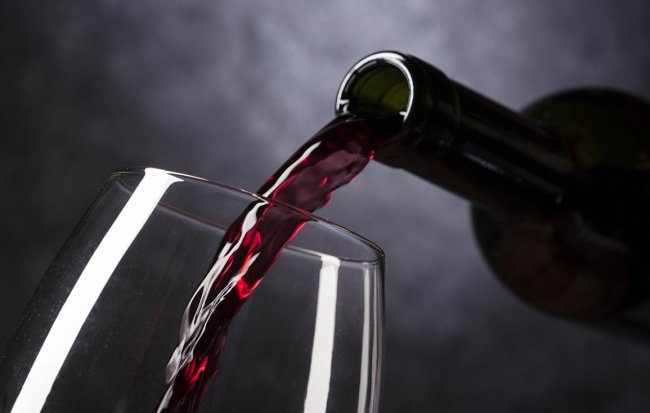couple accidentally served 2000 dollar wine