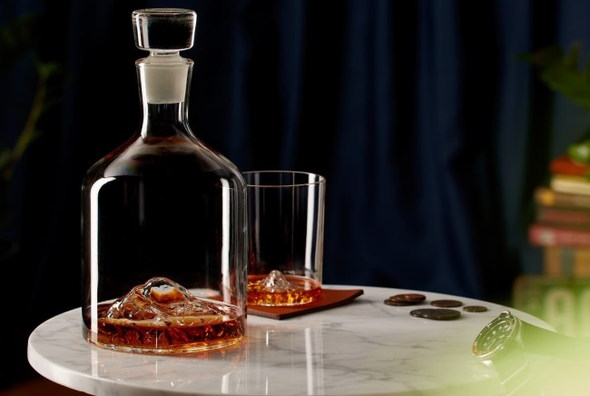 Whiskey Peaks Decanter and Glass Set