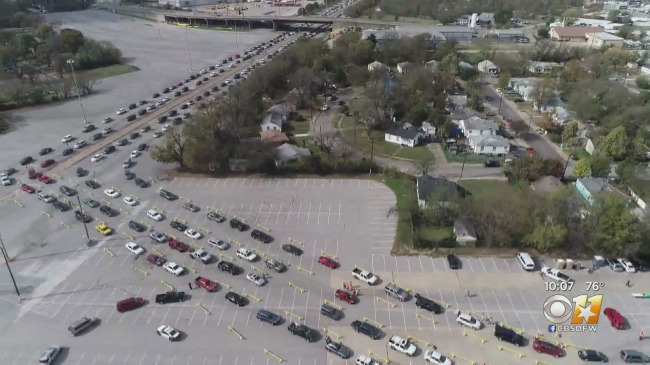25000 People In Thousands Of Cars Lined Up To Collect Food In Texas