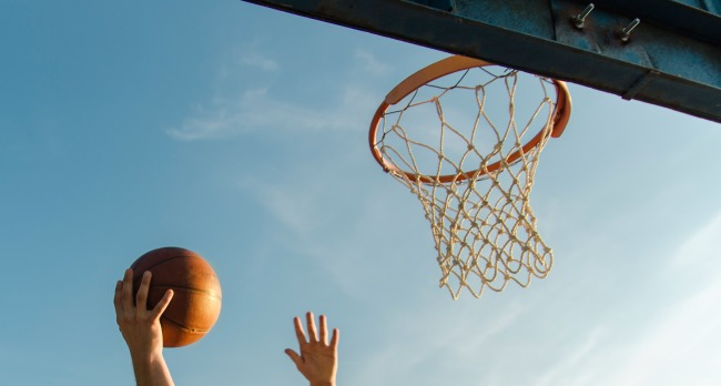 Kid sets Guinness World Record Most Basketball Layups In 1 Minute