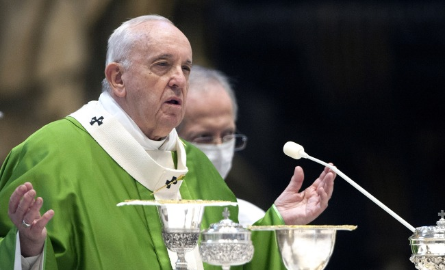 Vatican Investigating Why The Popes Instagram Liked A Models Picture