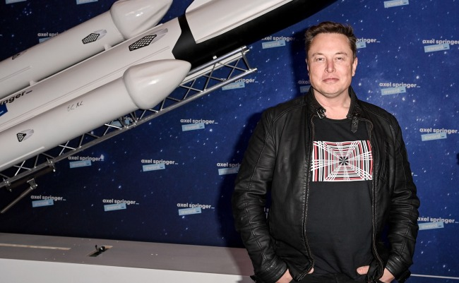 Elon Musk Says SpaceX Will Put Humans On Mars By The Year 2026