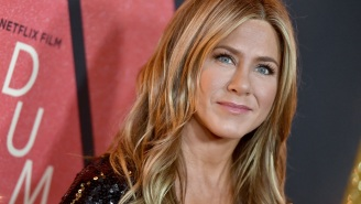 Jennifer Aniston Slammed By The Internet Over Insensitive 'Our First Pandemic' Christmas Tree Decoration