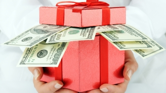 Why Is Giving Your Wife Cash For Christmas A Bad Gift?