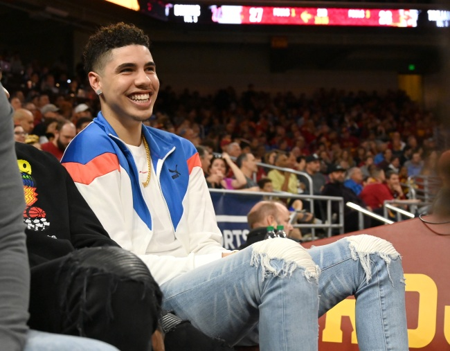 After signing his Charlotte Hornets contract, LaMelo Ball splurged on an incredible diamond grill
