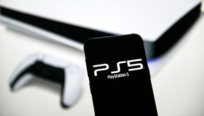 Gamers Angry About PS5 Scalper Bragging About Ordering 2000 Consoles