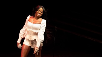 Azealia Banks Freaks Out The Internet By Digging Up Her Dead Cat And Cooking It