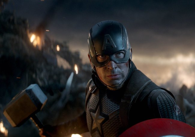 Chris Evans Shares How He Felt The First Time He Saw Cap Lift Thor's Hammer