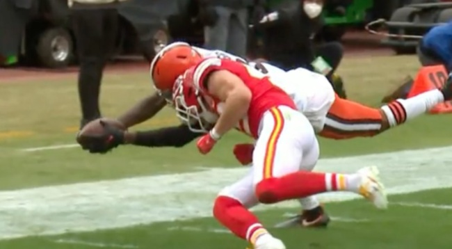 NFL Rules Analyst Believes Refs Missed Helmet-To-Helmet Penalty On Chiefs During Crucial Browns Turnover
