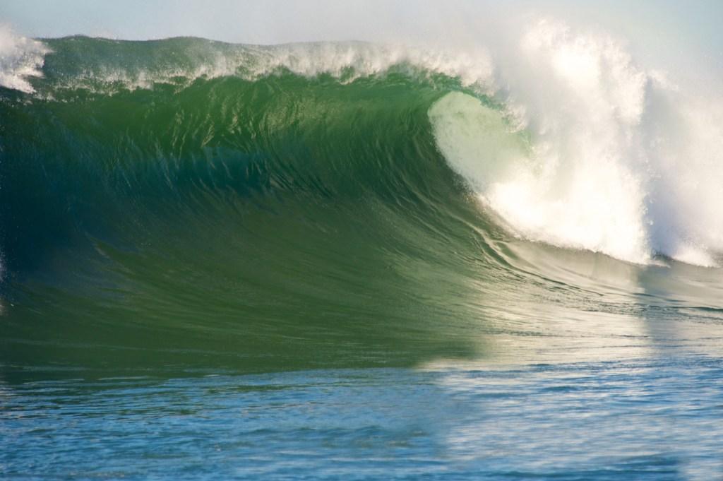 surfing Jaws Pe'ahi Maui