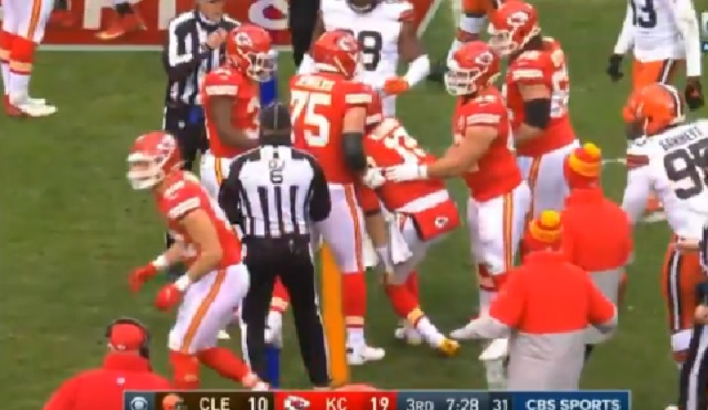 Patrick Mahomes Was Visibly Woozy And Couldn't Stand Up Straight After Taking Scary Hit To The Head During Playoff Game Vs Browns