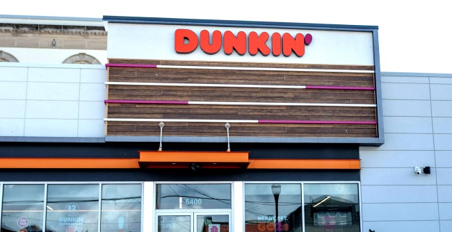 Woman Baffles Dunkin Employees Arguing That A Dozen Donuts Means 50