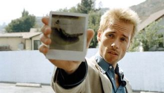 Guy Pearce On Convincing Christopher Nolan That He Was The Right Actor For 'Memento'