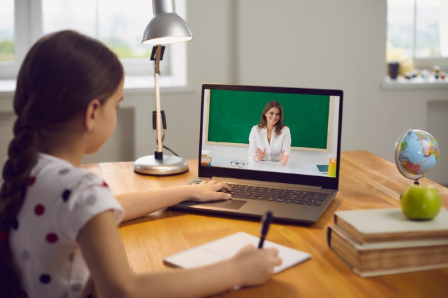 kindergarten teacher gives parent the middle finger during remote learning class on Zoom call.