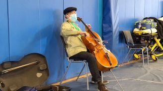 Yo-Yo Ma Played An Impromptu Concert After Vaccination, Continues To Be One Of The Coolest People On The Planet