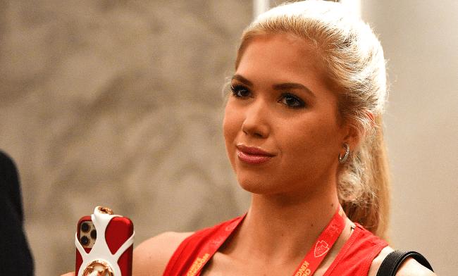 Kansas City Chiefs Heiress Gracie Hunt Wins Miss Kansas USA Crown
