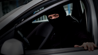 Watch Thieves Drive Off With $250,000 Worth Of Cars From A Dealership Like It's NBD