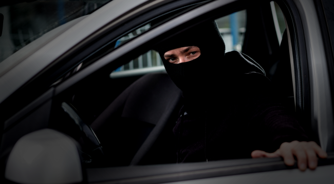 Watch Thieves Drive Off With 250000 Worth Of Cars From A Dealership