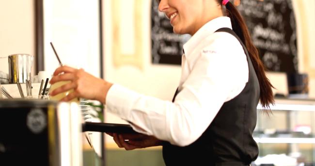 Woman TikTok Finds Out Boyfriend Cheating Restaurant Staff