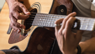 Learn Guitar Online With This $30 Guitar Lesson Bundle