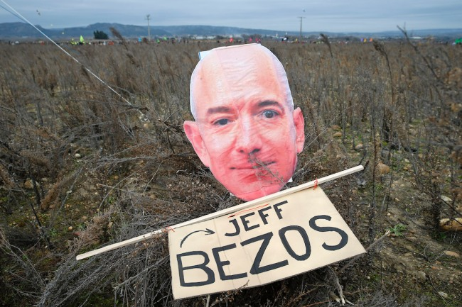 New report says Amazon CEO Jeff Bezos hired trolls to defend he and the company from critics on social media