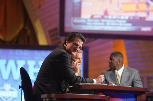 NFL Draft guru Mel Kiper Jr. admits that he adds mashed potatoes and removes cheese from his pizza, which is absolutely disgusting combo
