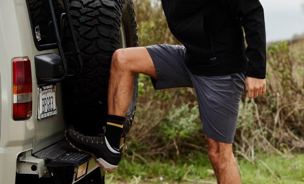 stylish cargo shorts hidden side pockets