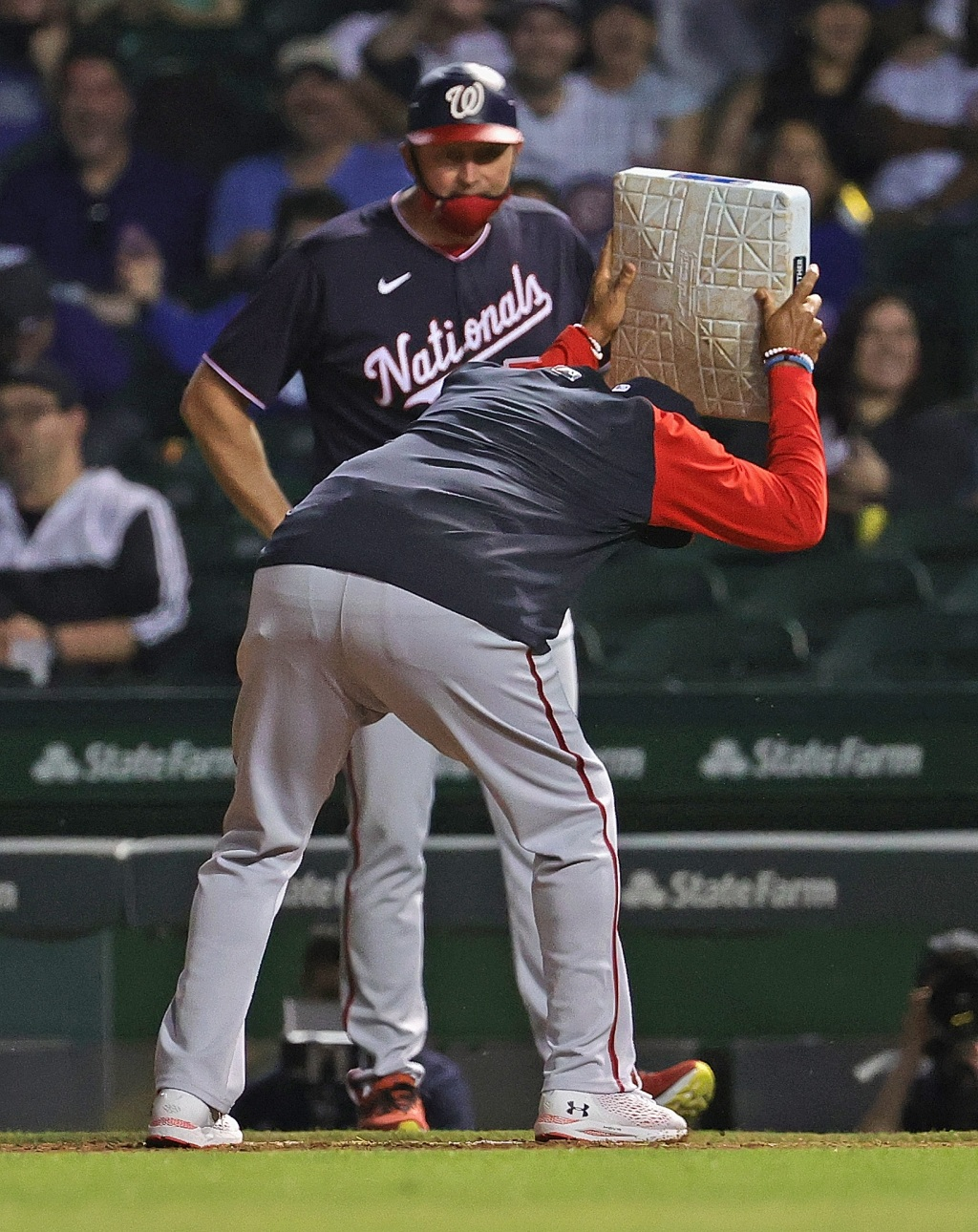 Nationals manager Dave Martinez ejection throws first base