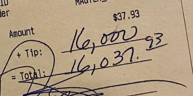 Customer Leaves 16000 Tip Bar Splits It With All Employees