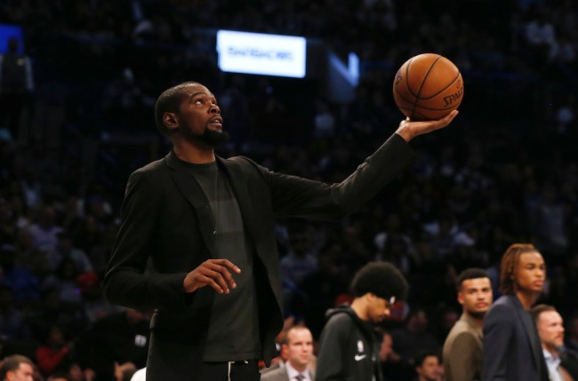A new book claims Kevin Durant's free agency included a stealth meeting between his dad and the New York Knicks