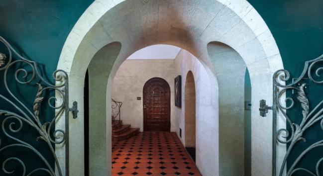 leonardo dicaprio bought $7 million house mansion in Los Feliz California for his mother.