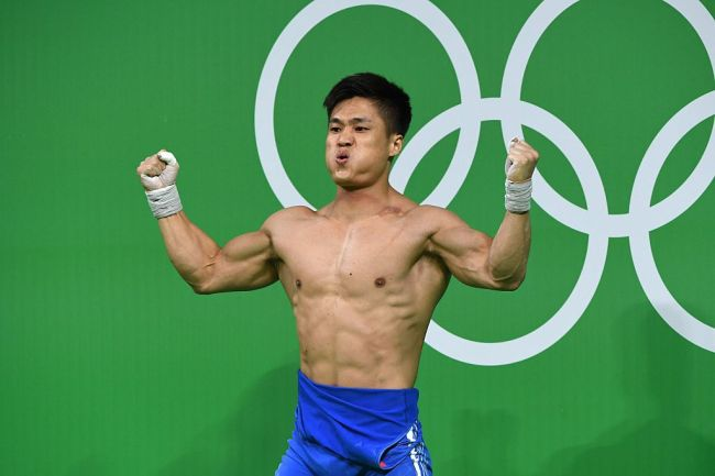 Chinese weightlifter Lü Xiaojun is an Olympic gold medallist and five-time world champion says he avoids training bench press to ensure he doesn't restrict his shoulder mobility.