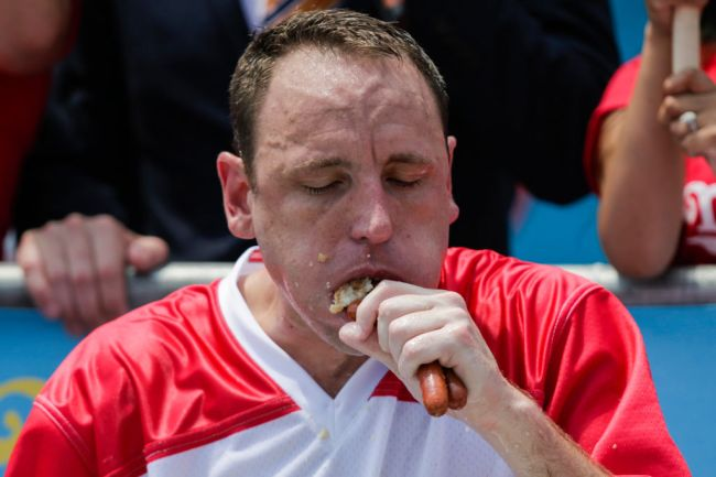 Competitive eater and Nathan's Hot Dog Eating Contest champion Joey Chestnut reveals what it like to eat 76 hot dogs and what happens to his body