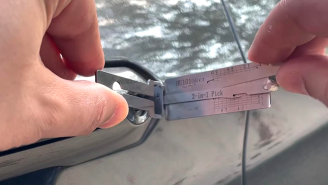 Expert Shows How To Break Into A Ford Explorer In Less Than A Minute Using A Tool Available Online