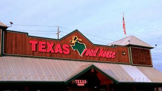 This Man Brought His Own Scale To Texas Roadhouse To Make Sure His Steak Was Truly 6 Ounces