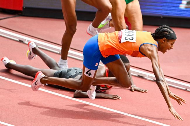 TOKYO, JAPAN - AUGUST 2: Sifan Hassan of the Netherlands falls while competing in the Women's 1500m Round 1 during the Tokyo 2020 Olympic Games at the Olympic Stadium on August 2, 2021 in Tokyo, Japan (Photo by Andy Astfalck/BSR Agency/Getty Images)