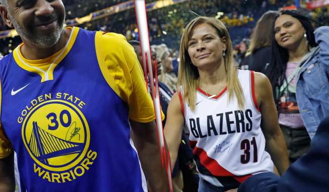 Guys Everywhere Shooting Their Shot At Sonya Curry After Divorce News