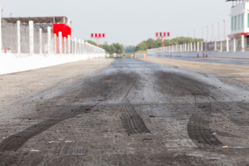 Porsche Taycan Turbo S vs Tesla Model S Plaid drag race