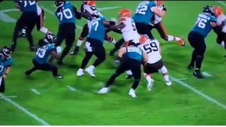 Tim Tebow Throws Absolutely Terrible Block In Preseason Game And Gets Instantly Mocked By Fans