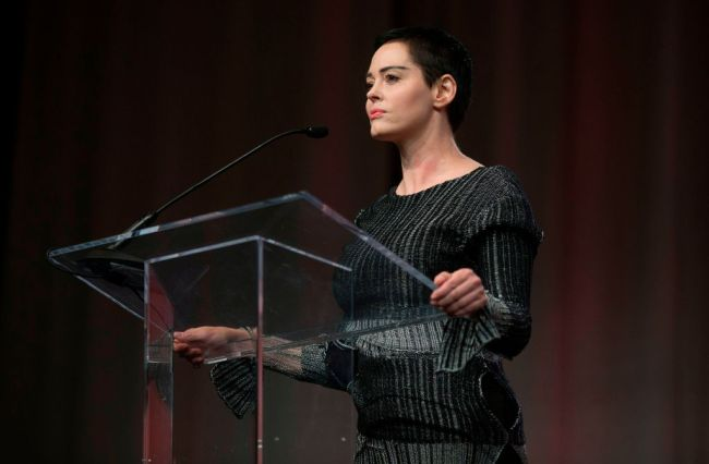 """Rose McGowan trashes Oprah Winfrey """"as fake as they come"""" for supporting Harvey Weinstein and sick power structure."""