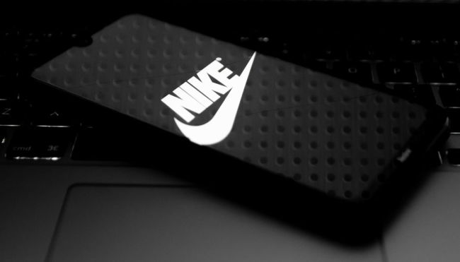 Nike CEO uses SNKRS app reactions