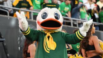 The Oregon Duck Absolutely ROASTED A Fan On Twitter During His Team's Bye Week