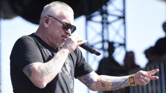 Smash Mouth's Lead Singer Threatened To Kill The Crowd's Family During A VERY Chaotic Performance