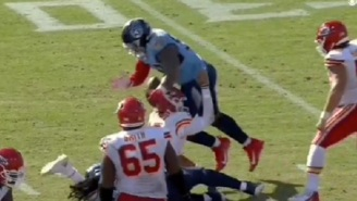 Scary Situation As Patrick Mahomes Takes Vicious Knee To The Head And Wobbled Off The Field