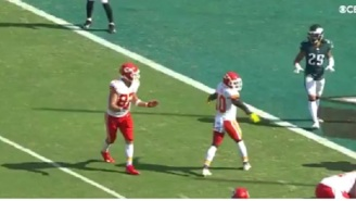 Chiefs' Travis Kelce Pretends To Be Confused Before Play To Distract Eagles' Defense, Leads To Patrick Mahomes TD Pass